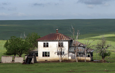 An old house in southern South Dakota, I could just imagine the winter bizzards sweeping the prairie